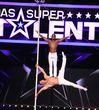 Auch bei der Show dieses Akrobaten-Duos könnte es heiß werden