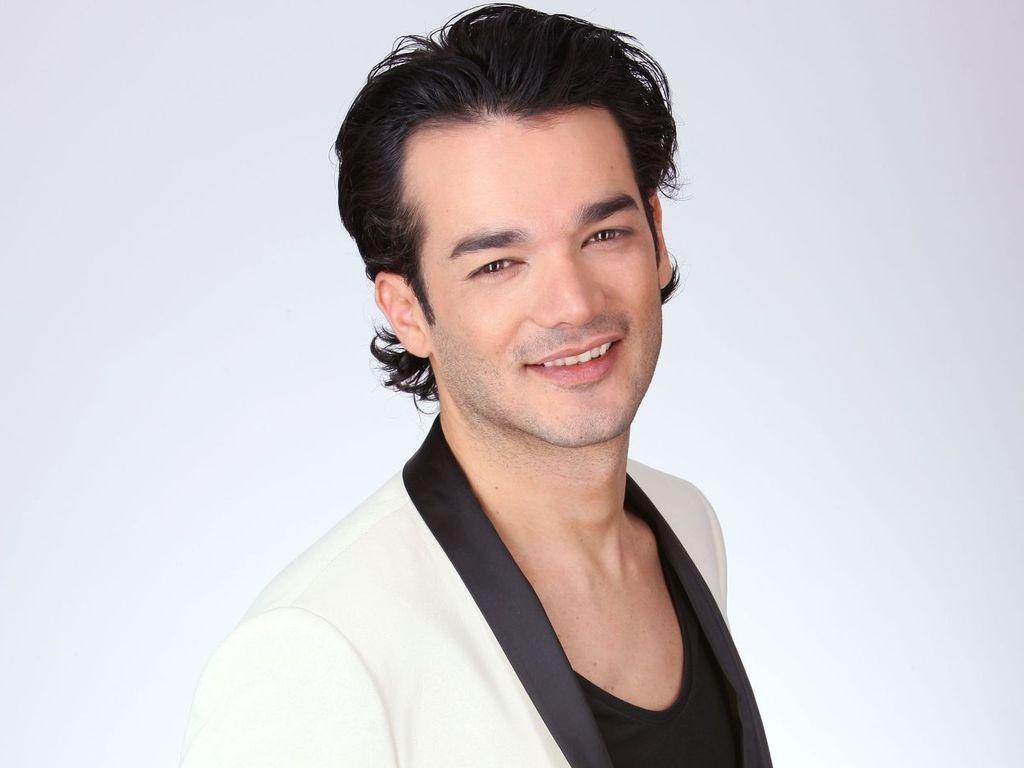 Daniel Lopes posiert im schwarz-weiß-Look
