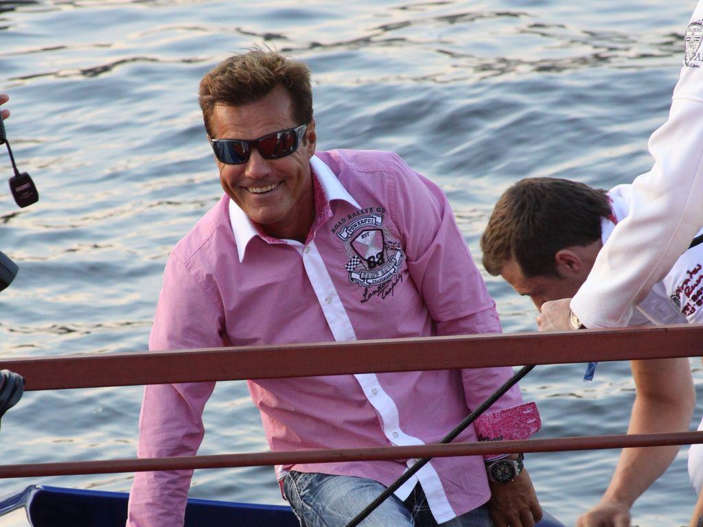 Dieter Bohlen steigt aus Boot aus