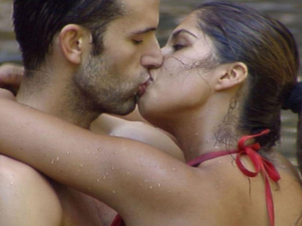 Dschungelcamp 2011 Tag 13: Jay küsst Indira
