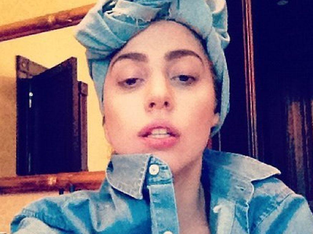 Lady GaGa mit Handtuch