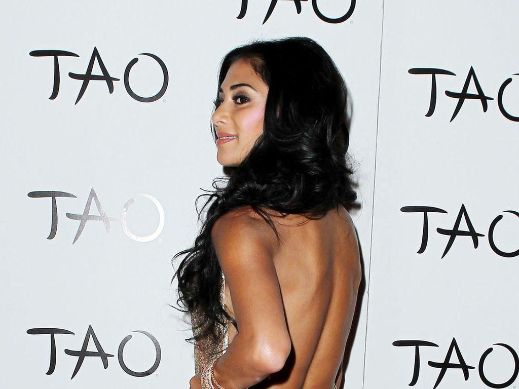 Nicole Scherzinger im goldenen Kleid