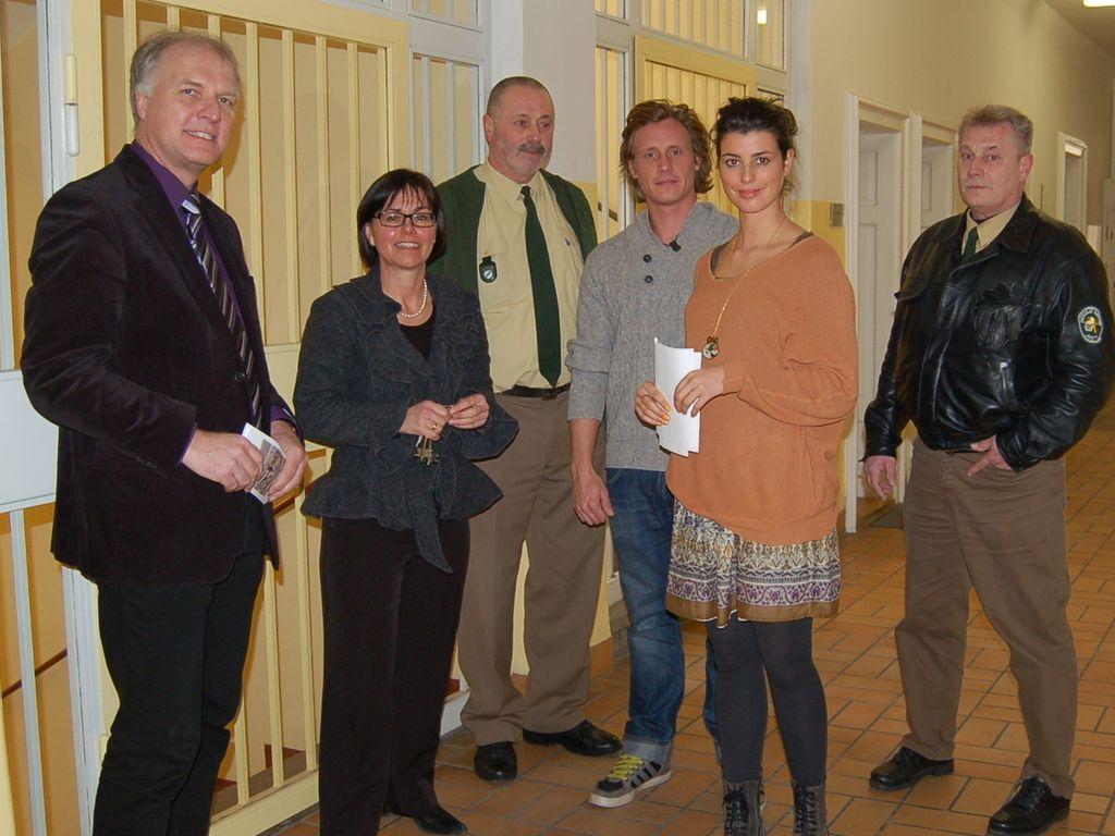 Patrick Kalupa und Sarah Mühlhause in der JVA Regensburg