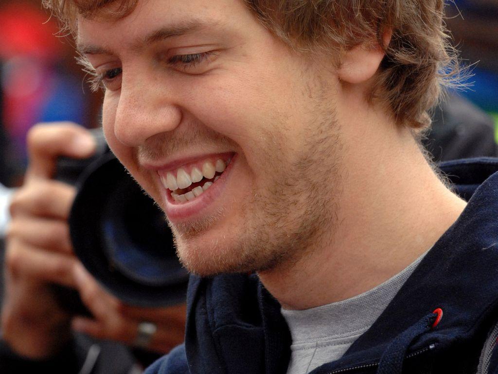 Sebastian Vettel grinst