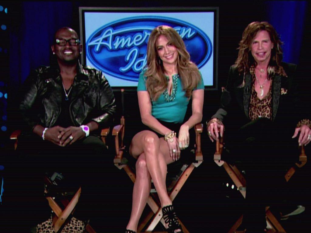 Steven Tyler Randy, Jackson und Jennifer Lopez sitzend