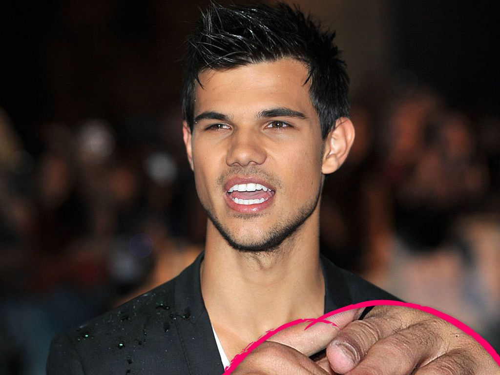 pfui so eklig sind taylor lautners knabber h nde. Black Bedroom Furniture Sets. Home Design Ideas