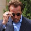 Nun fehlt nur noch Arnolds Unterschrift, um den Prozess abzuschließen