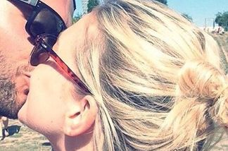 Bachelorette-Alex knutscht eine Blondine - ist das etwa seine neue Freundin?
