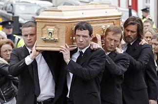 Jim Carrey trug den Sarg seiner toten Exfreundin Cathriona White zum Friedhof