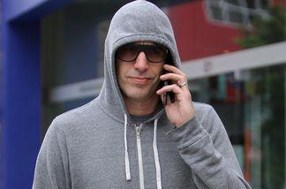 Sacha Baron Cohen hat sich mächtig vermummt
