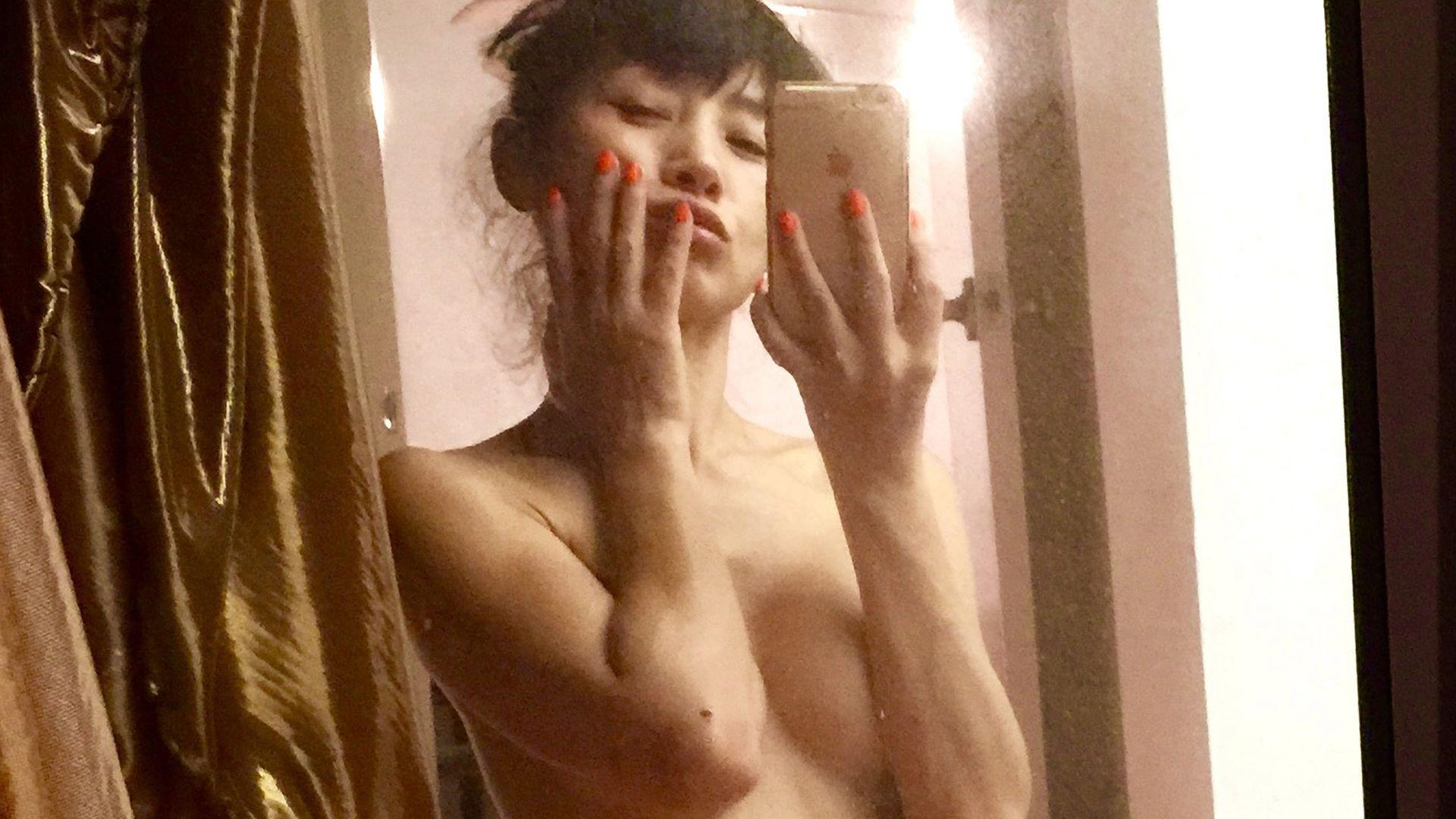 Bai Ling nackt, Oben ohne Bilder, Playboy Fotos, Sex Szene