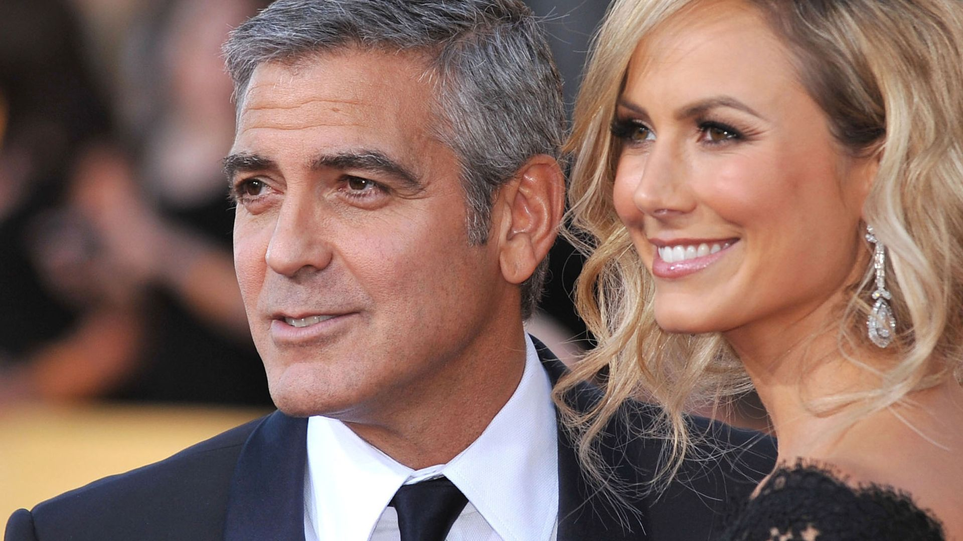 stacy keibler stiehlt sie clooney die show. Black Bedroom Furniture Sets. Home Design Ideas