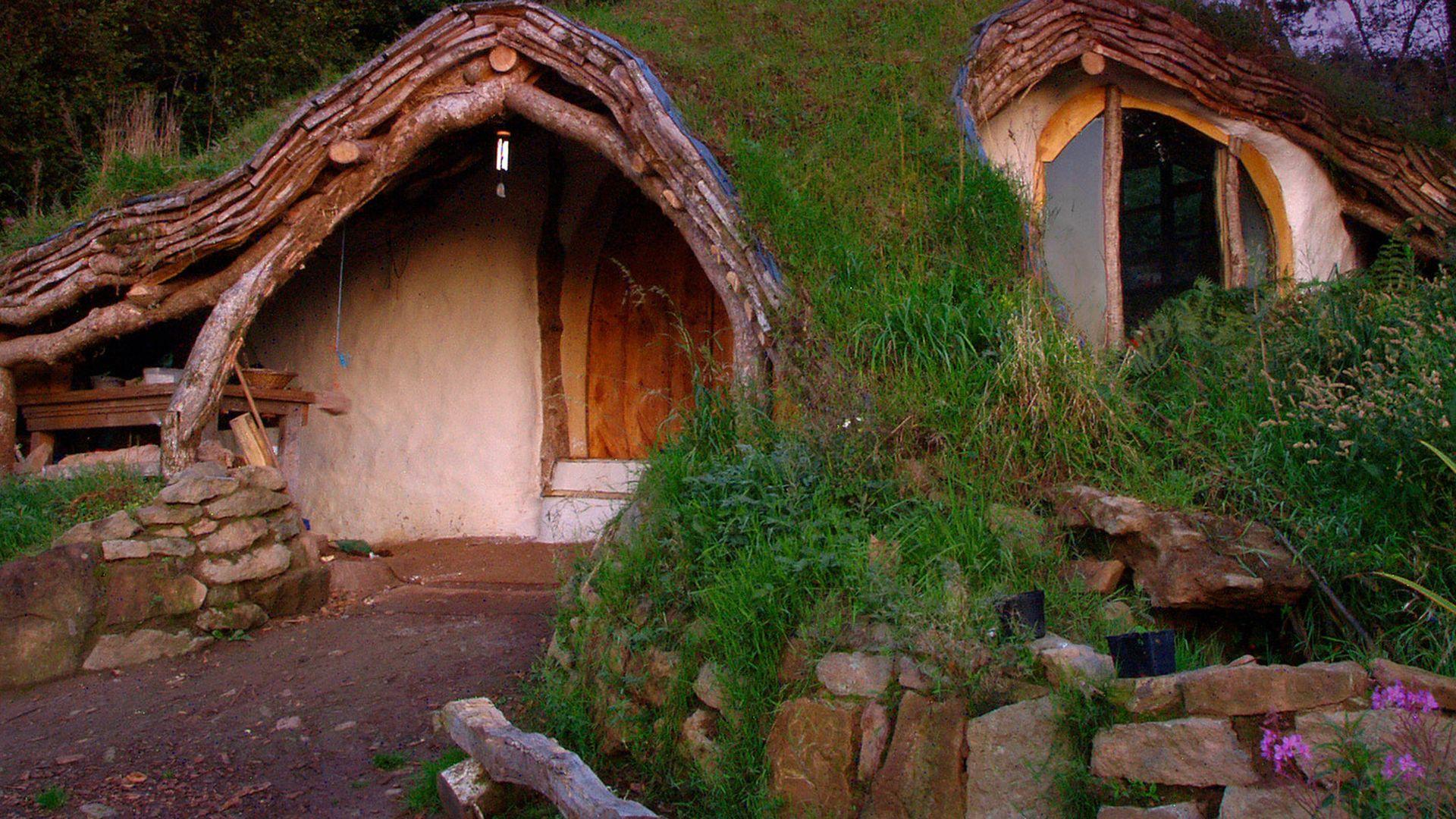 in wales wohnt man wie ein hobbit. Black Bedroom Furniture Sets. Home Design Ideas