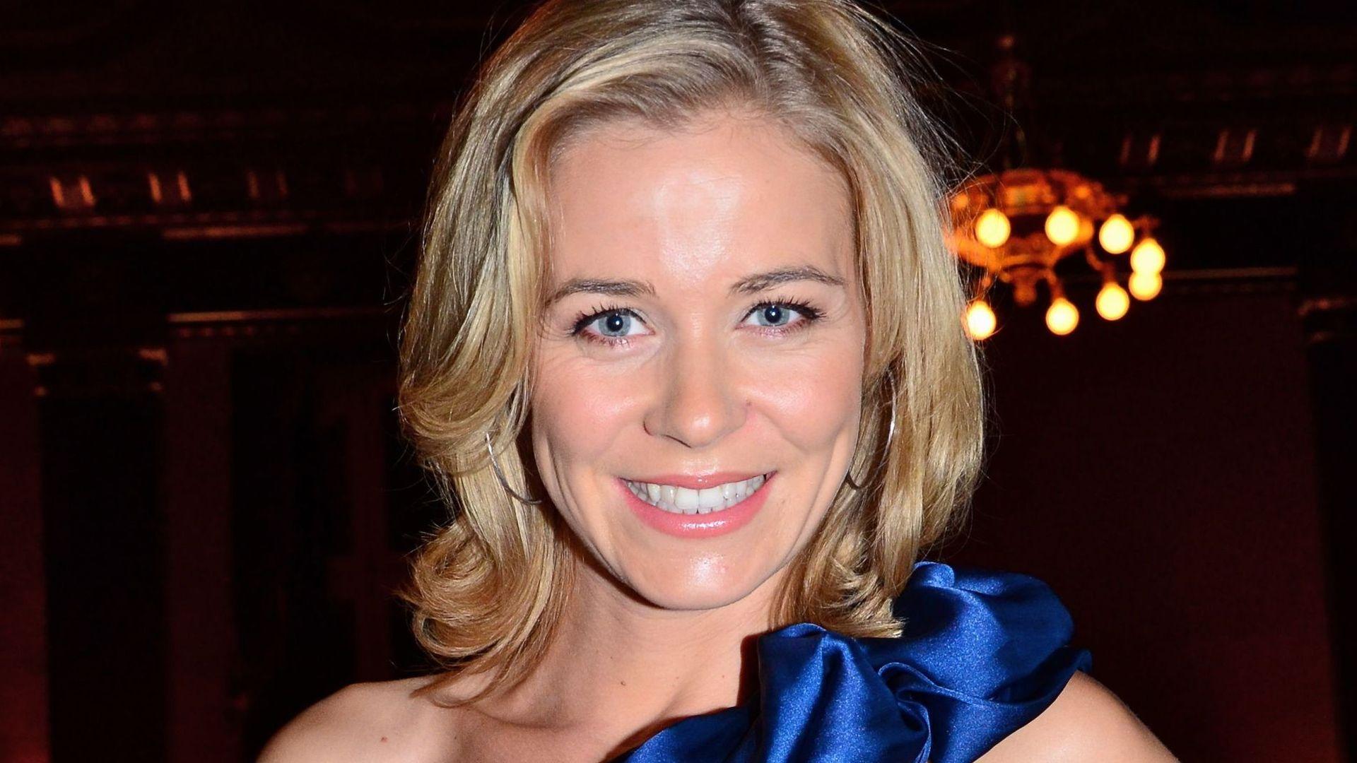 <b>Jessica Ginkel</b> in einem blauen Kleid - jessica-ginkel-in-einem-blauen-kleid