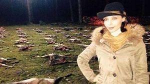 Anastasia Abasova mit toten Hirschen