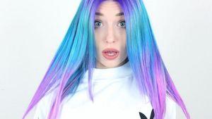 Bibi Heinicke hat Regenbogen-Haare