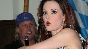 Holly Madison guckt erschrocken