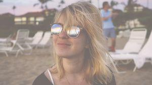 Jasmin Tawil mit Sonnenbrille