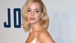 Jennifer Lawrence seitlich im weißen Kleid
