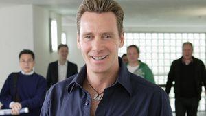 Jürgen Milski im blauen Hemd