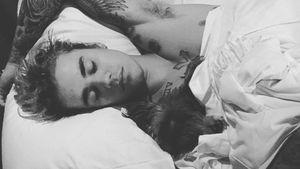 Justin Bieber schläft im Bett