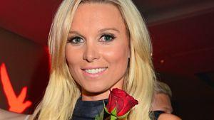 Katja Kühne mit einer roten Rose