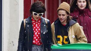 Kristen Stewart und SoKo in Paris unterwegs