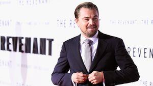 Leonardo DiCaprio knöpft sich sein Jackett zu