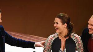 """Markus Lanz lacht mit Katarina Witt auf dem """"Wetten, dass..?""""-Sofa"""