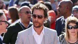 Matthew McConaughey umringt von Fans