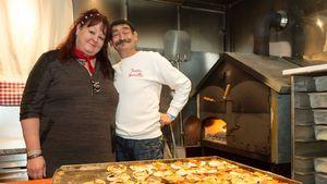 Maurizio Moretti mit seiner Claudia vor dem Pizzaofen
