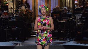 Miley Cyrus im Blumenoutfit