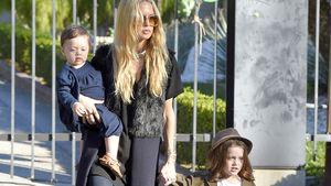 Rachel Zoe ist mit ihren Söhnen Kaius Jagger Berman und Skyler Morrison Berman unterwegs