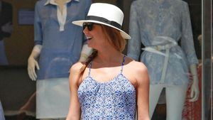 Stacy Keibler mit Babybauch im blauen Kleid