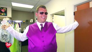 Traumfrau gesucht: Dennis im Hochzeitsanzug