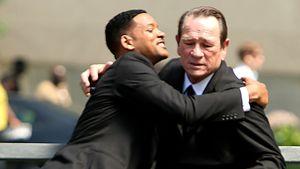 Will Smith umarmt Tommy Lee Jones