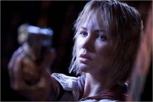 "Adelaide Clemens spielt die Hauptrolle in ""Silent Hill: Revelation 3D"""