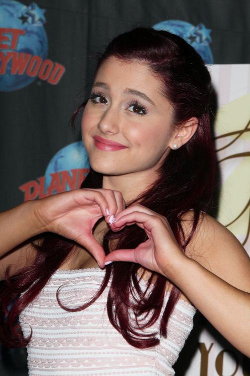 """Ariana Grande war früher Fan eines ganz bestimmten Charakters aus """"Harry Potter"""""""
