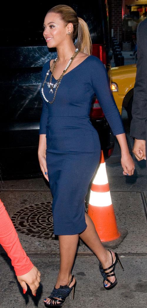 Beyoncé im blauen von kleid victoria beckham
