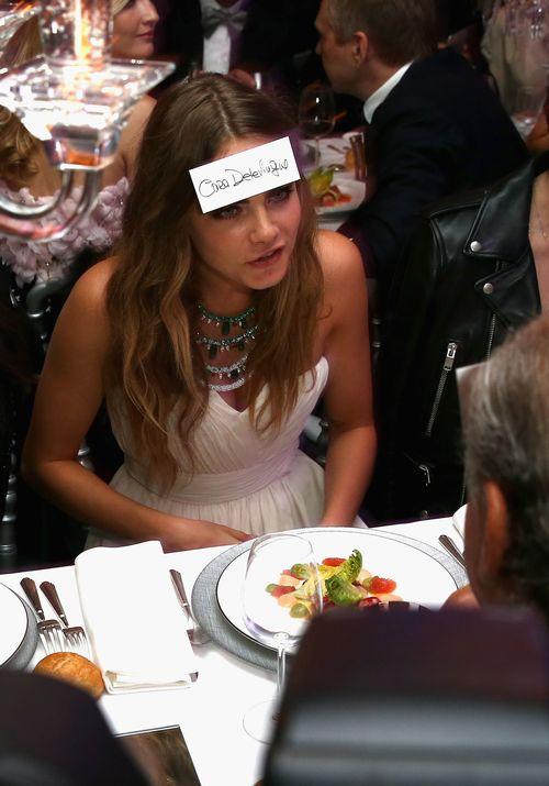 Cara Delevingne hatte in Cannes ihr Namensschild auf der Stirn