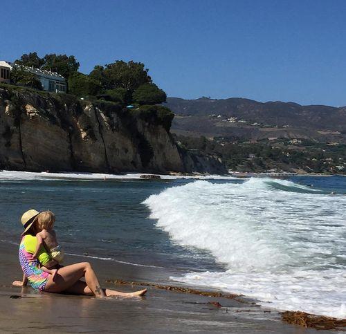 Drew Barrymore genießt einen Strand-Ausflug mit ihrer jüngsten Tochter Frankie