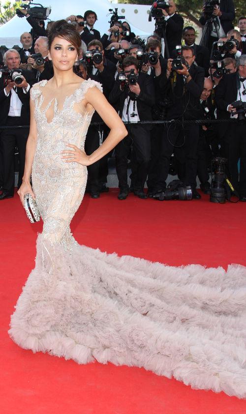 Eva Longoria zeigte sich in Cannes mit einer riesigen Schleppe