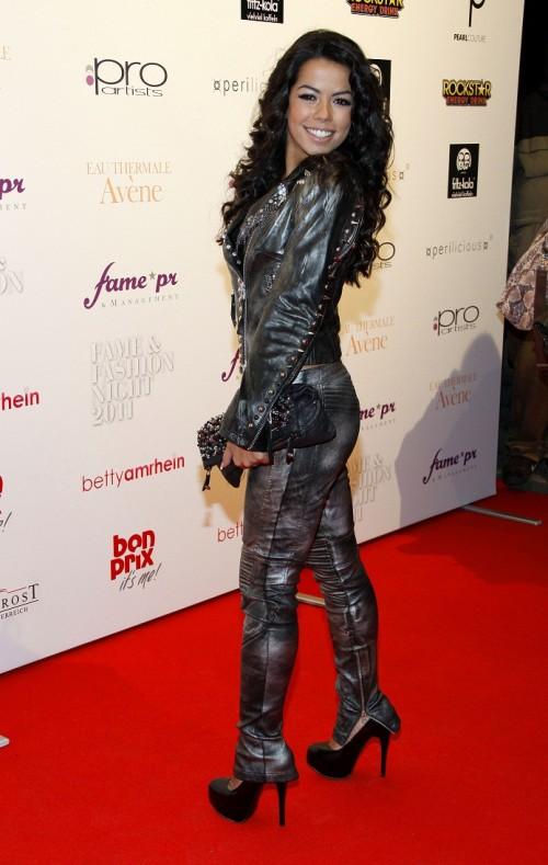 Fernanda Brandao macht als Rock-Girl eine gute Figur