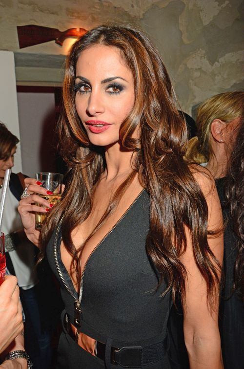 Janina Youssefian steht nicht auf Kuscheln bei Hitze