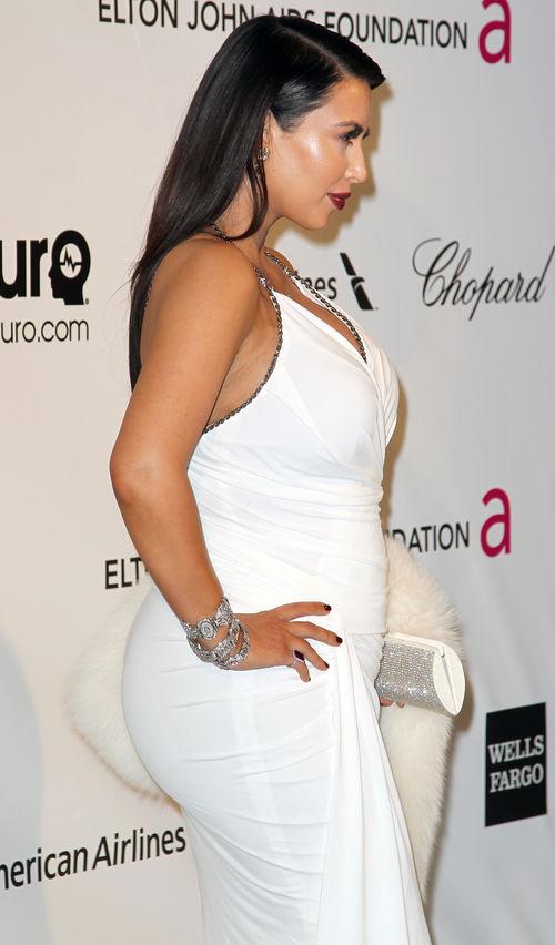 Kim Kardashian zeigte bei der Oscar-Party Babybauch