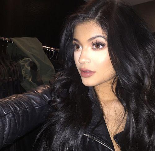 Kylie Jenner zeigt sich mit Make-up Panne