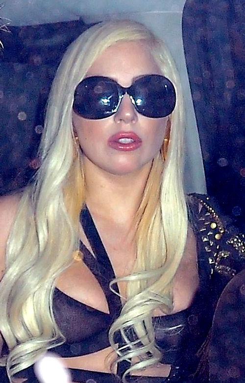 Lady Gaga ist bekannt für ihre ausgefallenen Auftritte