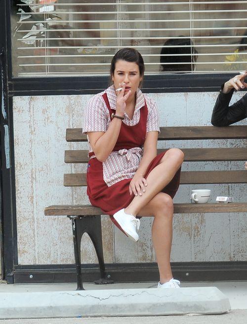 Lea Michele gönnt sich offenbar gerne eine Zigarettenpause