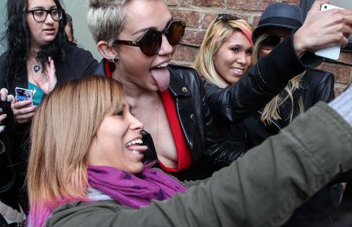 Miley Cyrus posierte mit ihren Fans...