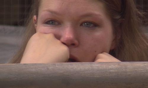 Victoria kann ihre Tränen nicht mehr zurückhalten